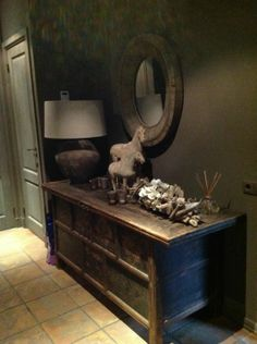 Entry way raw and rustic Unmade Bed, Home And Living, Living Room, French Decor, Staging, Entryway Tables, Sweet Home, Rustic, Interior Design