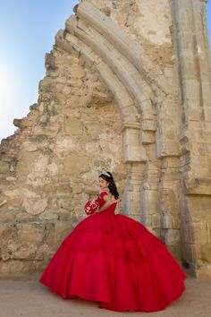 Informal showroom offering formal gowns for special events, including proms & quinceañeras. Book your appointment to say YES to your dream dress! 714 774 7537 845 N. Xv Dresses, Quince Dresses, Ball Gown Dresses, Pageant Dresses, Mexican Quinceanera Dresses, Quinceanera Ideas, Vestido Charro, Quinceanera Hairstyles, Mode Blog