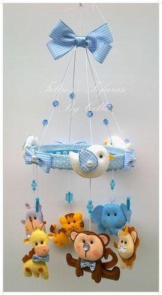 Móbile de berço,em feltro e tecido.  Tudo feito à mão!  Podendo escolher cores e temas! Diy Crafts To Do, Foam Crafts, Baby Nursery Decor, Baby Decor, Felt Animal Patterns, Baby Boy Cribs, Felt Mobile, Baby Crib Mobile, Hanging Mobile