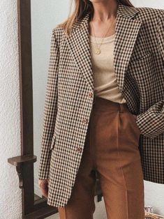 30 stylish ways to wear an oversized blazer this fall - - . - 30 stylish ways to wear an oversized blazer this fall – – - Look Fashion, Timeless Fashion, Fashion Outfits, Womens Fashion, Fashion Trends, Workwear Fashion, Blazer Fashion, French Fashion, Fall Fashion