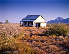 another abandoned farmhouse of the Great Karoo. Graham Hobbs – My CMS Abandoned Houses, Abandoned Places, Old Farm Houses, Pictures To Paint, Random Pictures, Art Pictures, Africa Travel, Landscape Photography, Tree Photography