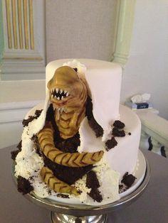 Alien cake is on point. Alien Cupcakes, Alien Cake, Scary Halloween Cakes, Halloween Treats, Funny Birthday Cakes, 13th Birthday, Birthday Ideas, Horror Cake, Film Cake