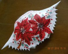 Christmas Poinsetta painted on crab shell ornament by Karenscrabs on Etsy Diy Christmas Decorations Easy, Christmas Ornaments To Make, Handmade Christmas, Holiday Crafts, Beach Christmas, Coastal Christmas, Seashell Ornaments, Seashell Art, Seashell Crafts