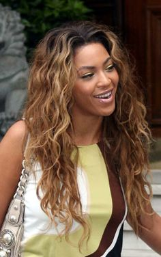 New Glamourous Long Blonde Female Beyonce Knowles Curly Chic Wig Hairstyle 20 Inch