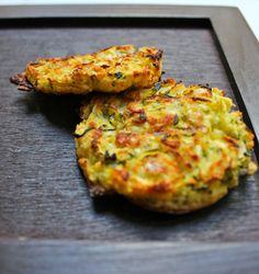 The Big Diabetes Lie-Diet - Mincir avec thermomix - Spécial régime DUKAN : Galettes de courgettes - DUKAN Doctors at the International Council for Truth in Medicine are revealing the truth about diabetes that has been suppressed for over 21 years. Healthy Cooking, Cooking Recipes, Healthy Recipes, Zucchini Patties, Zucchini Pancakes, Food Videos, Food Inspiration, Easy Meals, Food And Drink