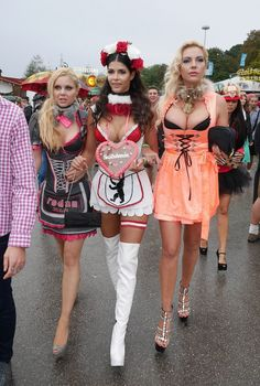 Oktoberfest Outfit, Oktoberfest Party, Oktoberfest Hairstyle, Festival Costumes, Festival Outfits, Cosplay Outfits, Cosplay Girls, Octoberfest Girls, Drindl Dress