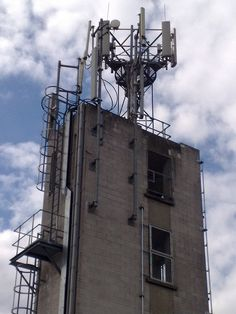 mobile phone mast     With the advent of many applications for smart phones, Banking just got easier.