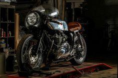 Inazuma café racer: The Bullet Trump Inazuma Cafe Racer, Bullet, Bike, Cafe Racers, Scrambler, Motorcycles, Wheels, Garage, Muscle