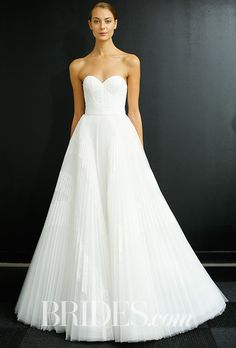 My Bridal Fashion Guide to Strapless Wedding Dresses Minimalist Wedding Dresses, Luxury Wedding Dress, Fall Wedding Dresses, Wedding Dress Styles, Designer Wedding Dresses, Bridal Dresses, Elegant Bride, Bridal Style, Just In Case