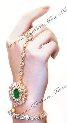 Adorn your hands with Indian hath panjas in kundan, crystal, American diamonds, from the world's largest dedicated online Indian Jeweller. Pakistani Bridal Jewelry, Indian Wedding Jewelry, Indian Jewelry, Bridal Jewellery, Indian Bridal, Diy Jewellery, Jewelery, Stylish Jewelry, Fashion Jewelry