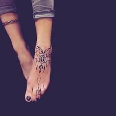 Tatouage pied perles
