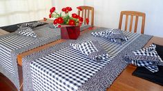 Caminho de Mesa Composê Personalizado Table Runner Pattern, Table Set Up, Quilted Table Runners, Mug Rugs, Table Toppers, Table Linens, Home Crafts, Sweet Home, Table Settings