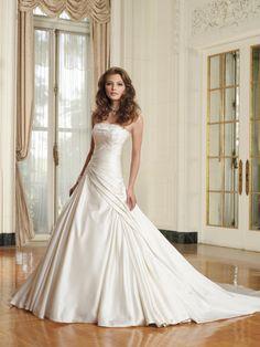 Wedding // Bride // Wedding Dress / Strapless Straight Across Neckline / House Of Brides Couture Wedding Dress