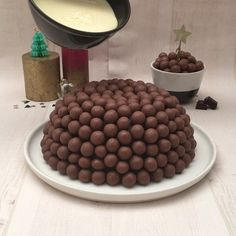Chocolate Xmas Pudding Waaaaaaay better than the fruit cake version…officially! Easy Cookie Recipes, Sweet Recipes, Baking Recipes, Dessert Recipes, Vanilla Recipes, Donut Recipes, Easter Recipes, Cake Recipes, Pudding Desserts