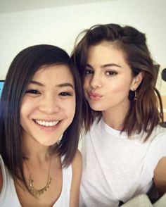 @__nach0: When your bestie comes over and accidentally matches your outfit @__nach0: Cuando tu mejor amiga viene y accidentalmente coincide con tu traje #SelenaGomez #Selena #Selenator #Selenators #Fans