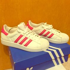 size 40 370c0 891c0 👟ADIDAS SUPERSTAR womens size 8.5 ADIDAS SUPERSTAR aka shell toes. Darker  pink stripes with