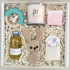 This adorable custom baby gift gave us all the feels! Nothing better than surprising a mom to be with a beautiful gift box!
