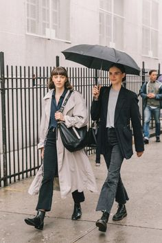 Spring Summer 2019 Street Style from New York Fashion Week by Collage Vintage - - Spring Summer 2019 Street Style from New York Fashion Week by Collage Vintage Source by okmilla Estilo Fashion, Look Fashion, Autumn Fashion, Feminine Fashion, Classy Fashion, French Fashion, Spring Fashion, Mode Outfits, Fashion Outfits