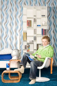 Welke jongen droomt er nou niet van een stoere kamer? Een kamer waar hij lekker kan spelen, muziek luisteren, lezen en huiswerk kan maken. Of  s'ochtends met de tenen woelen door het tapijt. Zachte vloerbedekking als kamerbrede pantoffel. #Interfloor
