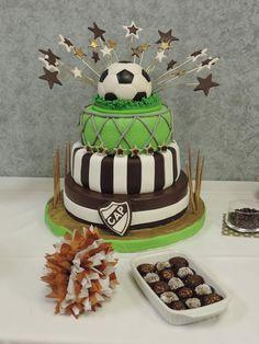 Torta ralizada artesanalmente. Topper pelota de futboll.