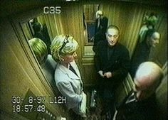 The jury in the inquest into the death of Diana, Princess of Wales, have watched CCTV footage from the Ritz Hotel taken in the run-up to the fatal crash. Princess Diana And Dodi, Diana Dodi, Princess Diana Funeral, Princess Diana Photos, Princess Of Wales, Spencer Family, Lady Diana Spencer, Prinz William, Prinz Harry