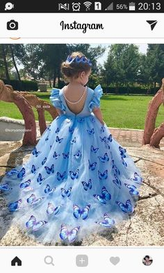 This a beautiful butterfly dress. It's a wonderful version of the Cinderella ball gown. Gowns For Girls, Dresses Kids Girl, Cute Dresses, Beautiful Dresses, Kids Outfits, Dresses Dresses, Fall Dresses, Long Dresses, Dress Long