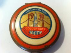 RARE VINTAGE 1939 GOLDEN GATE INTERNATIONAL EXPOSITION COMPACT With PUFF