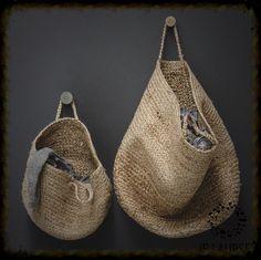 Risultati immagini per panier suspendu jute pour rangement Diy Hanging, Hanging Baskets, Woven Baskets, Hat Storage, Storage Ideas, Wall Basket Storage, Basket Bag, Decorative Storage, Sisal
