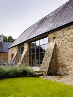 Oxfordshire Barn Conversion by John Minshaw photo© Lucas Allen 02 Contemporary Barn, Modern Barn, Modern Farmhouse, Stone Barns, Stone Houses, Stone Cottages, Barn Windows, Crittall Windows, Huge Windows