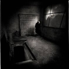 Yes, photographers as well as people are different . At some photos of eyes to look happy , but at these pictures . Dark Photography, Black And White Photography, Monochrome Photography, Strange Photos, Dark Places, Story Inspiration, Macabre, The Darkest, Creepy