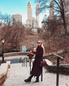 winter outfits new york xoxohannahread xoxohannahread New York Outfits, New York City Pictures, New York Photos, New York Photography, Photography Poses, Photography Aesthetic, Honeymoon Photography, Fashion Photography, Beauty Photography