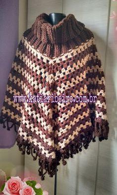 Katia Ribeiro Moda e Decoração Handmade   Poncho em Crochê em Duas Cores  Organizador De Crochê 701a5a317bd