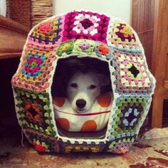 Granny Squares Crochet Granny Square Crochet Dog House Inspiration only - No pattern. - You are going to love this Crochet Cat Cave Free Pattern and it's just one of many awesome ideas in our post. Check out all the versions now. Chat Crochet, Crochet Home, Love Crochet, Crochet Crafts, Yarn Crafts, Diy Crochet, Crochet Ideas, Diy Crafts, Yarn Bombing