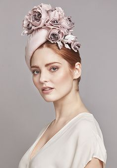 Rachel Trevor-Morgan Millinery   Pale pink teardrop pillbox with rose bunch Fascinator Hats, Headpiece, Fascinators, Rachel Trevor Morgan, Crazy Hats, Pill Boxes, Spring Summer 2018, Head Wraps, Pale Pink
