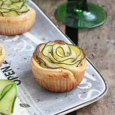Beautiful zucchini rose wrapped in crispy puff pastry. (in French)