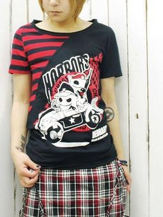 HORRORS Two Tone Cutsew Black x Red. #punkfashion #Gothic #Deorart See more at: http://www.cdjapan.co.jp/apparel/deorart.html