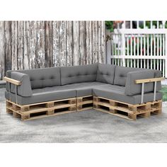 Fantastic Reused Wood Pallet Sofa Ideas: These extra-ordinary ideas of sofa designing will meet your furniture requirements affordably and are quite ready to serve your house for many years to come. Palette Furniture, Pallet Patio Furniture, Diy Pallet Sofa, Balcony Furniture, Wood Furniture, Euro Palette, Palette Diy, Palet Exterior, Home Entrance Decor