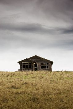 Spooky house | Flickr - Photo SharingHawke's Bay, New Zealand Photo by: Undybumgrope http://www.flickr.com/photos/undy-bumgrope/4806620346/