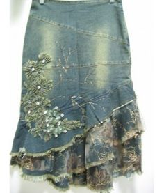 Embellished jean skirt w/layered flounce hem (link doesnt work so can only use it as an idea) - Jean Skirts - Ideas of Jean Skirts Denim And Lace, Sewing Clothes, Diy Clothes, Denim Ideas, Jeans Rock, Blue Jeans, Denim Crafts, Embellished Jeans, Recycle Jeans