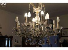 350 €: Lustre em cristal strass, é um candeeiro bom para uma sala de estar ou de jantar. Tem cerca de 70 cm de diametro e 12 lâmpadas.