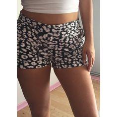 Short H&M taille 38 H&M ! Taille 38 / 10 / M  à seulement 5.00 €. Par ici : http://www.vinted.fr/mode-femmes/short-courts/36808071-short-hm-taille-38.