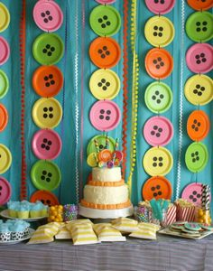 Round Button Paper plates Backdrop