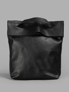 shoulder bag by yoshi yamamoto Black Leather Bags, Leather Handbags, Leather Totes, My Bags, Purses And Bags, Sac Week End, Sacs Design, Diy Sac, Leather Projects