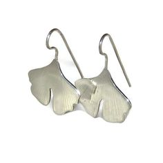 185€ Silver dangly earrings inspired by the gingko leaf