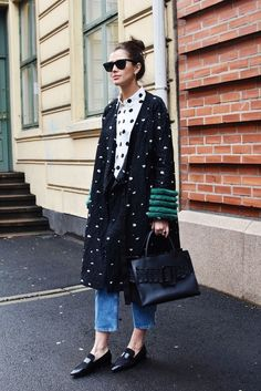 Love this outfit and that coat! 8 Ways to Look Cooler Today Than You Did Yesterday via Street Style Fashion Week, Looks Street Style, Fashion Blogger Style, Trend Fashion, Looks Style, Fashion Weeks, Look Fashion, Autumn Fashion, Womens Fashion