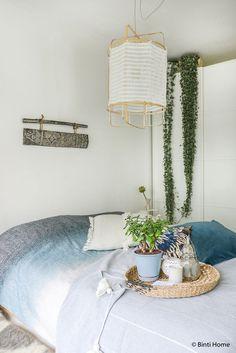 Slaapkamer styling tips alternatief nachtkastje boomstam tafel ...