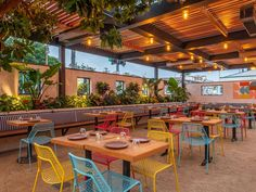 Mexican Restaurant Design, Colorful Restaurant, Mexican Bar, Colorful Cafe, Outdoor Restaurant Design, Cafe Restaurant, Modern Restaurant, Patio Dining, Outdoor Dining