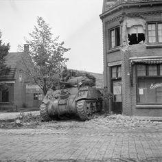 Irish Guards Group, Guards Armoured Division, Aalst, 18 Sept 44 - Irish Guards…