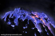 Olivier Grunewald e Régis Etienne: Lava azul garante incrível espetáculo da natureza na Indonésia | Catraca Livre