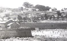 La antigua Playa de Oza al pie de la Capilla (En: La Coruña entre siglos. A Coruña: Foto Blanco; 2000)